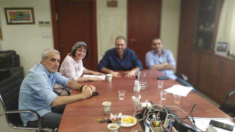 """רה""""ע בלוך, אדרי ושטרית בפגישה ראשונה במשרד השיכון"""