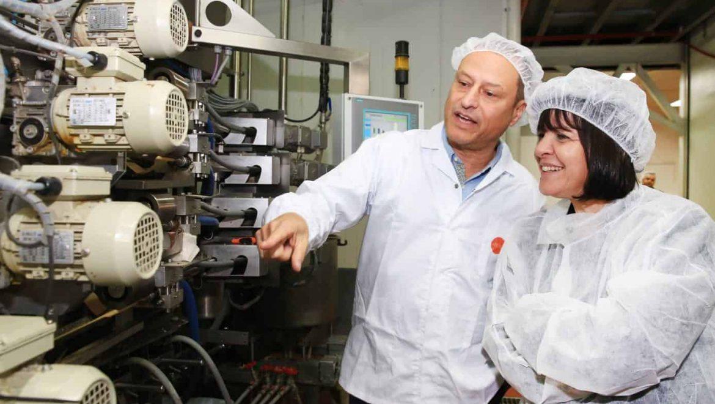 """רה""""ע ד""""ר עליזה בלוך ביקרה במפעל 'גילרו'"""