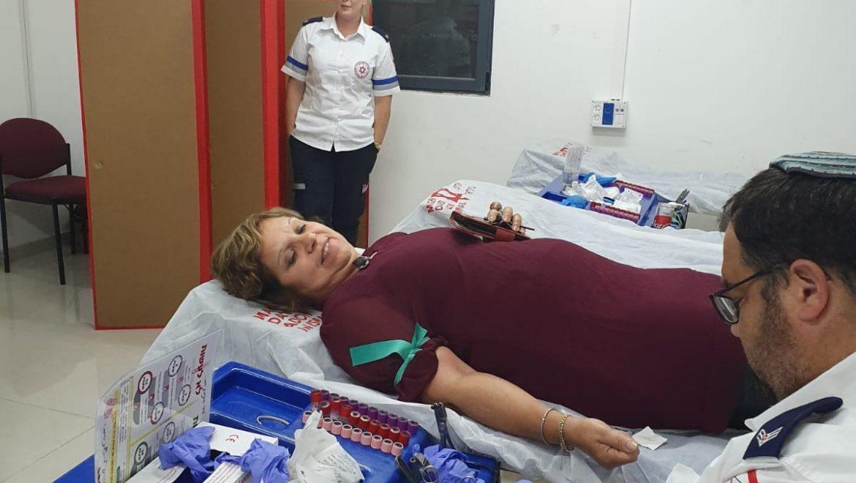 עובדי העירייה תורמים דם