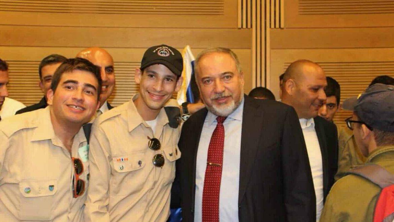 ישראל מלכה וחבריו מ'גדולים במדים' בכנסת