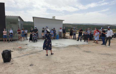 """נווה שמיר: עשרות זוגות השתתפו בסיור עם רה""""ע בנווה שמיר"""