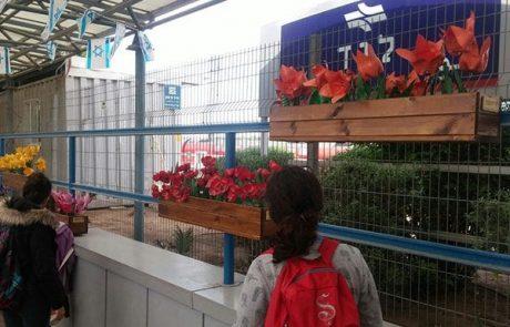 מה הקשר בין פרחים, חניכי 'איתנים' והנהלת רכבת ישראל?