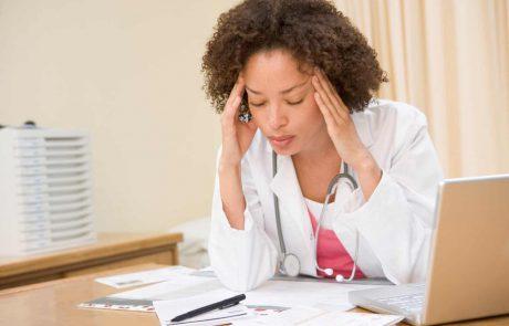 כיצד לזהות סימנים פיזיים ורגשיים לשחיקה ולחץ?